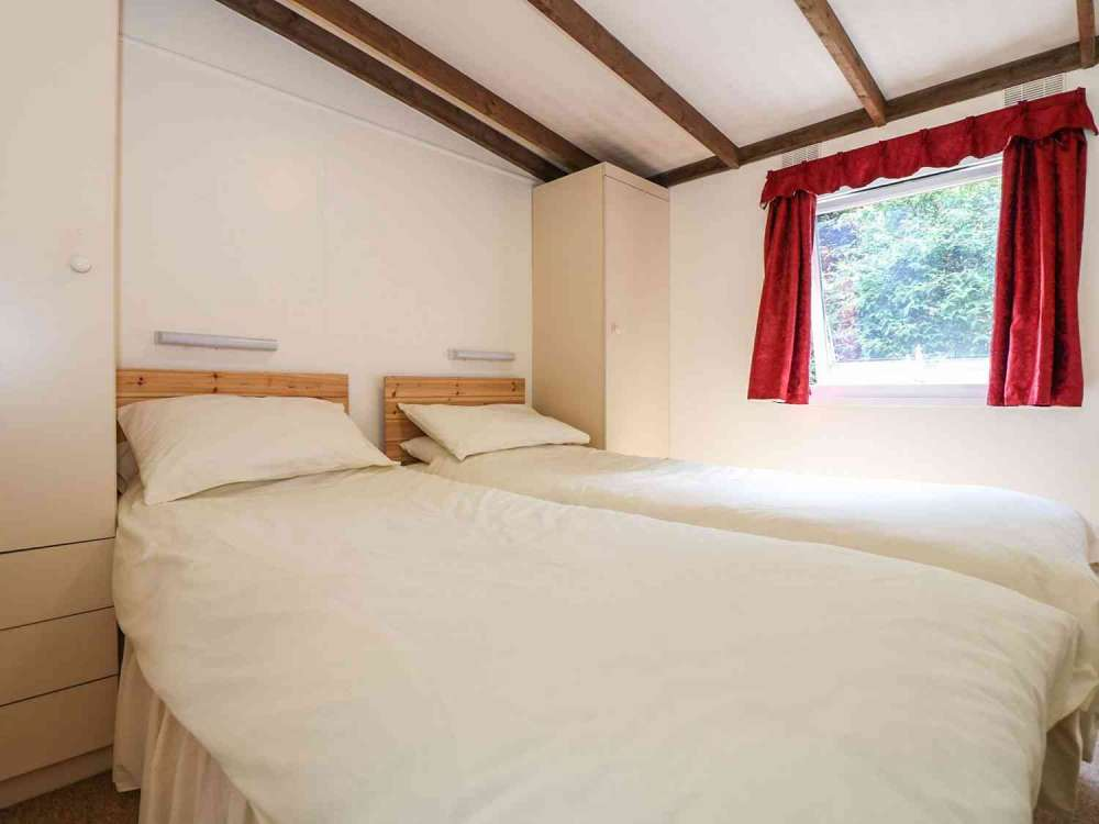 Cutkive-Wood-Holidays-Cornwall-Lodge-Bedroom-1
