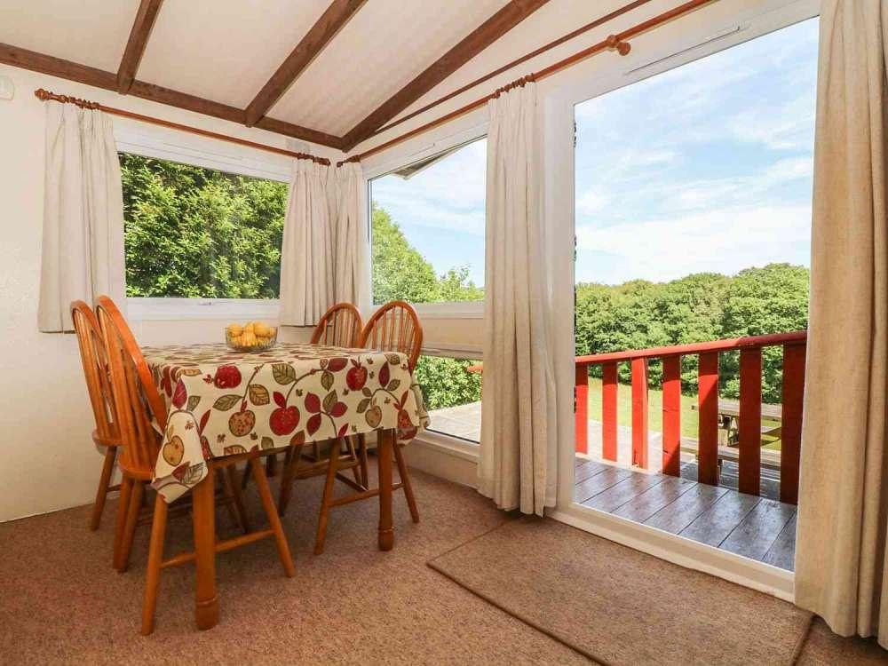 Cutkive-Wood-Holidays-Cornwall-Lodge-Dining