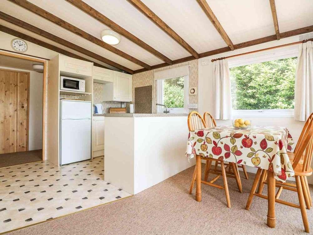 Cutkive-Wood-Holidays-Cornwall-Lodge-Kitchen-Dining