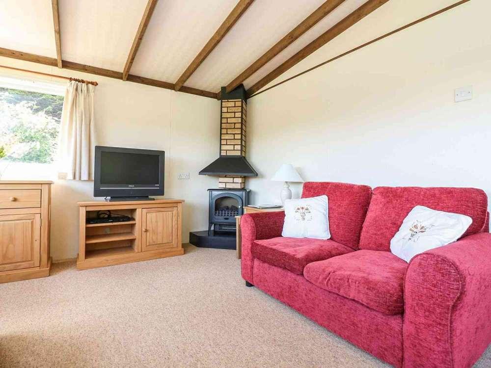 Cutkive-Wood-Holidays-Cornwall-Lodge-Lounge-2