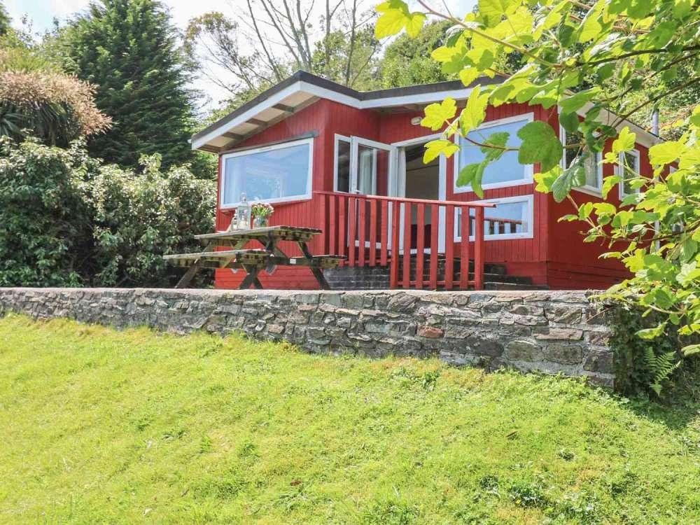 Cutkive-Wood-Holidays-Cornwall-Lodge-Outside