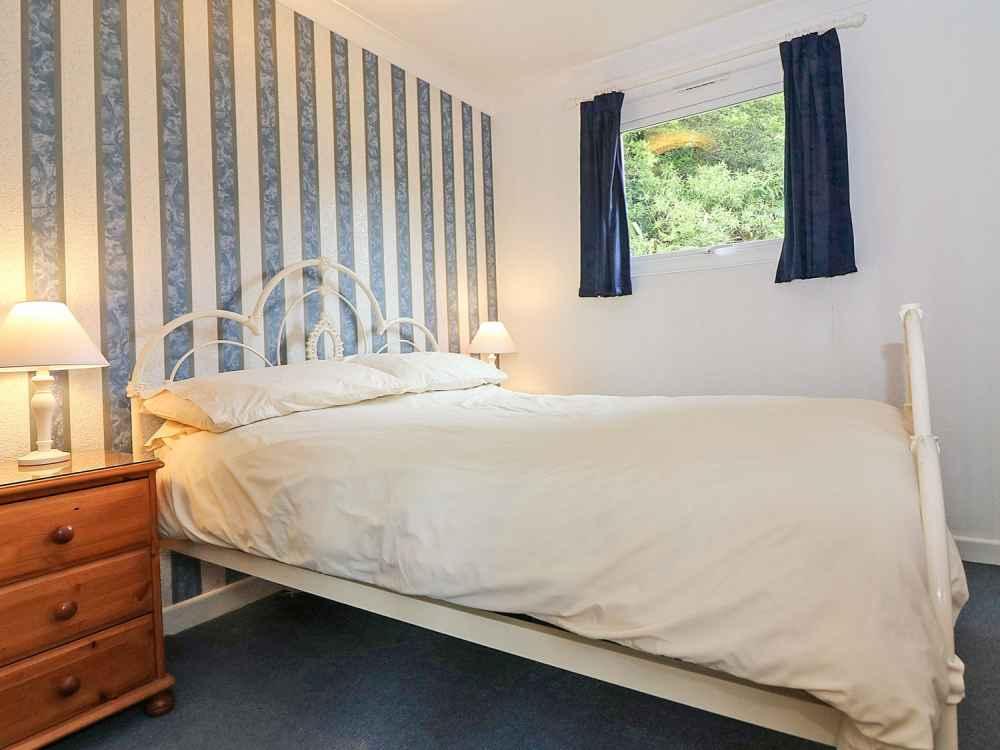 Cutkive-Wood-Holidays-Cornwall-Bungalow-Bedroom-3
