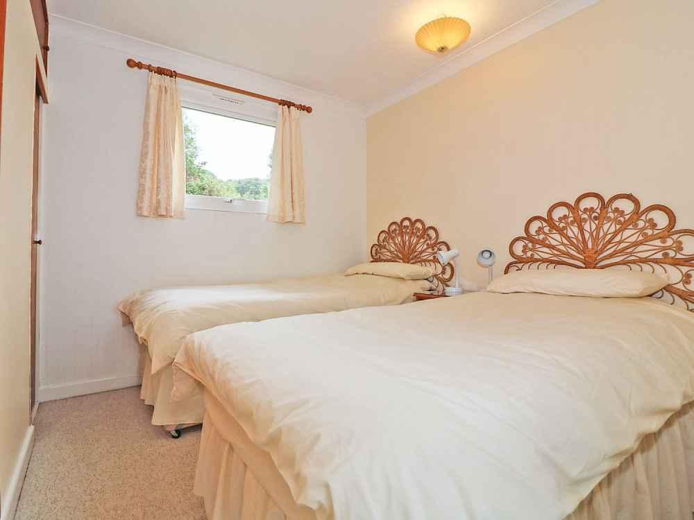 Cutkive-Wood-Holidays-Cornwall-Bungalow-Bedroom-4
