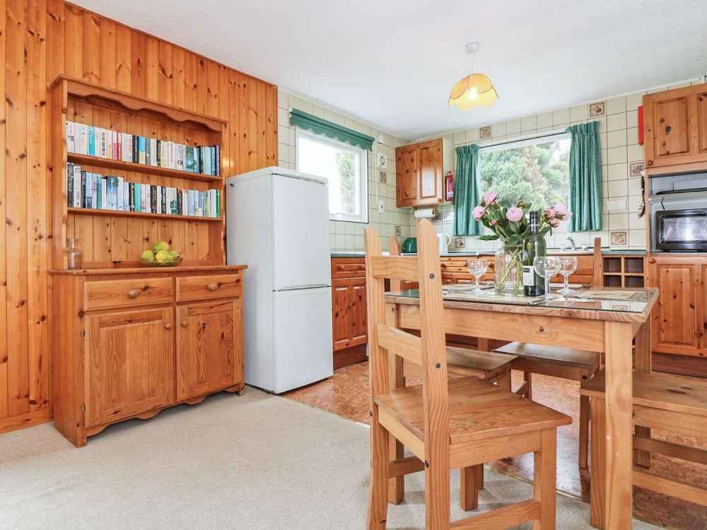 Cutkive-Wood-Holidays-Cornwall-Bungalow-Kitchen-2
